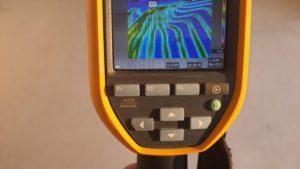 I podlaháři mohou používat termokamery, aby se podívali, jak podlahové topení funguje, než položí podlahu.